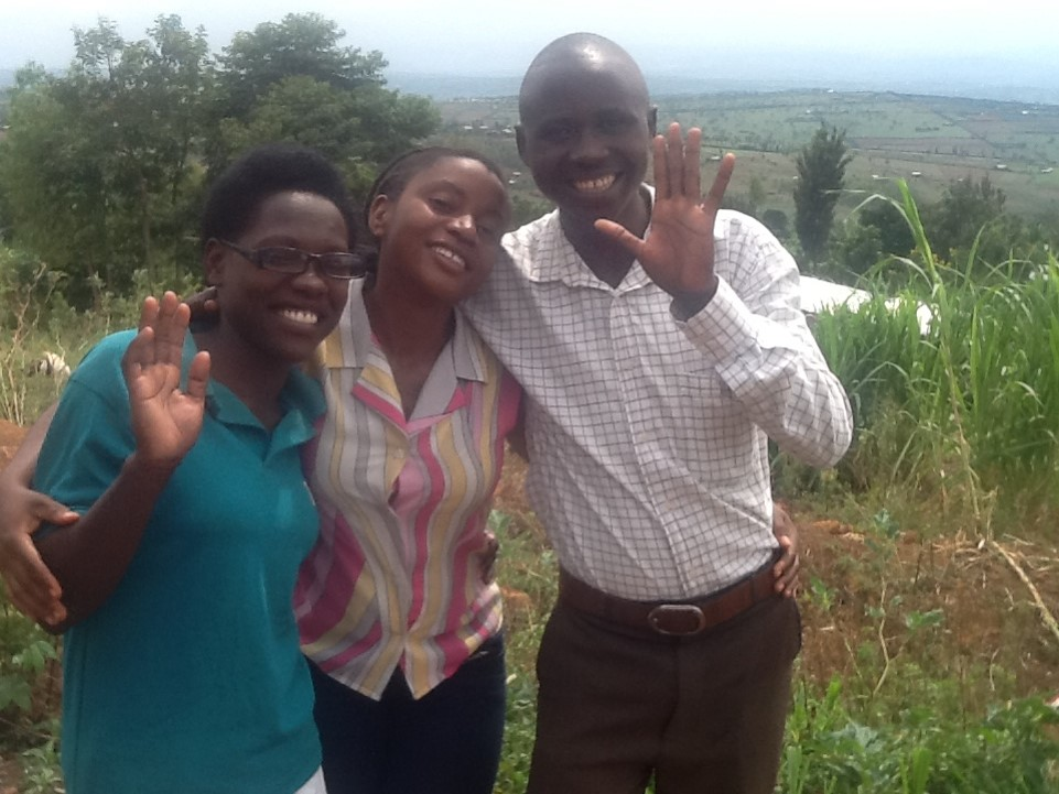 Teachers Solange (left) and Samuel (right), with Chantal, our Education Coordinator