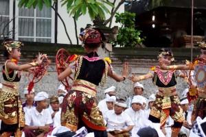 1 Padangbai Barong girls 2 banner