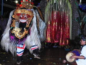 ! 4 Performance at Bloo Barong - Debi Deal (2)