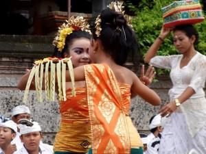 ! 5 Padangbai Barong girls (5)